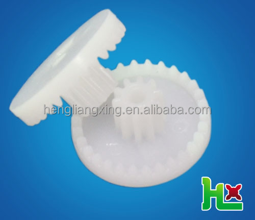 Reverse plastic crown gear with spur gear for gearbox
