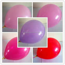 wedding columns making round colorful latex balloons
