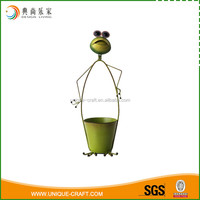 2016 metal frog with flower pot for garden decoration