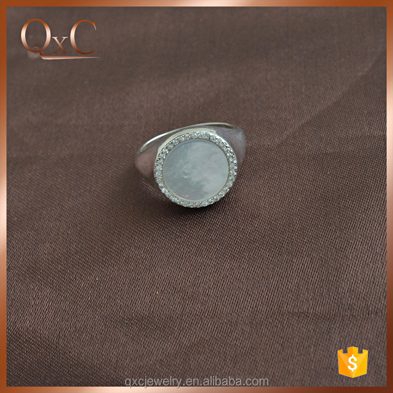 Fashion Finger Ring with Freshwater shell ring