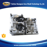 Manufacturing plastic auto lamp base mould