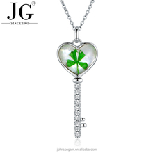 Wholesale Real Dried Four Leaf Clover Specimens Jewelry Heart Shape Key Design Necklace Pendant