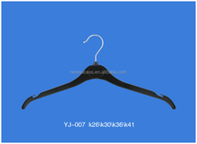 New 2016 Cheap Garment Hanger Black Velvet Flocked Flocking Plastic Hanger for Clothes With Logo