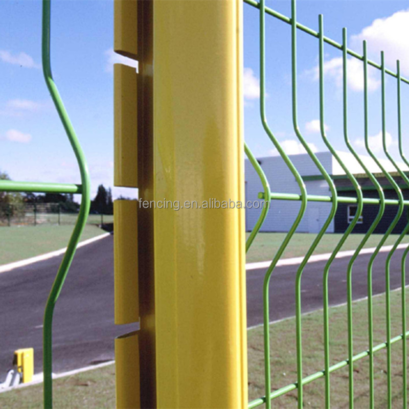 2017 hot sale Europe style 4mm wire dia. pvc coated welded wire mesh fence