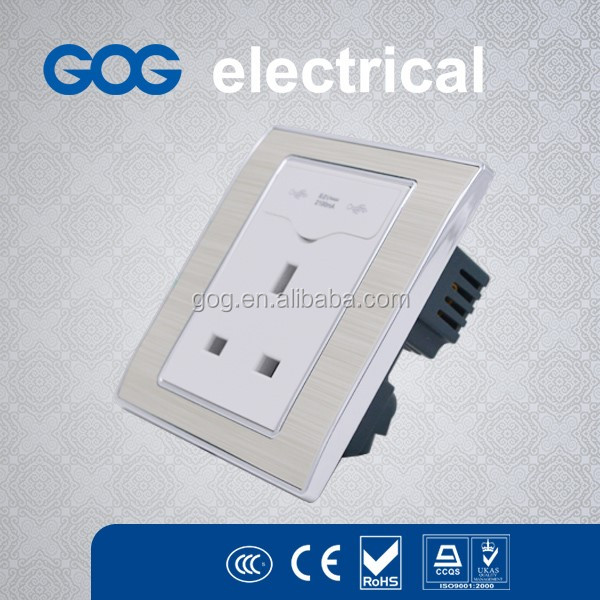UK standard wall 13A plug socket and dual usb charge port