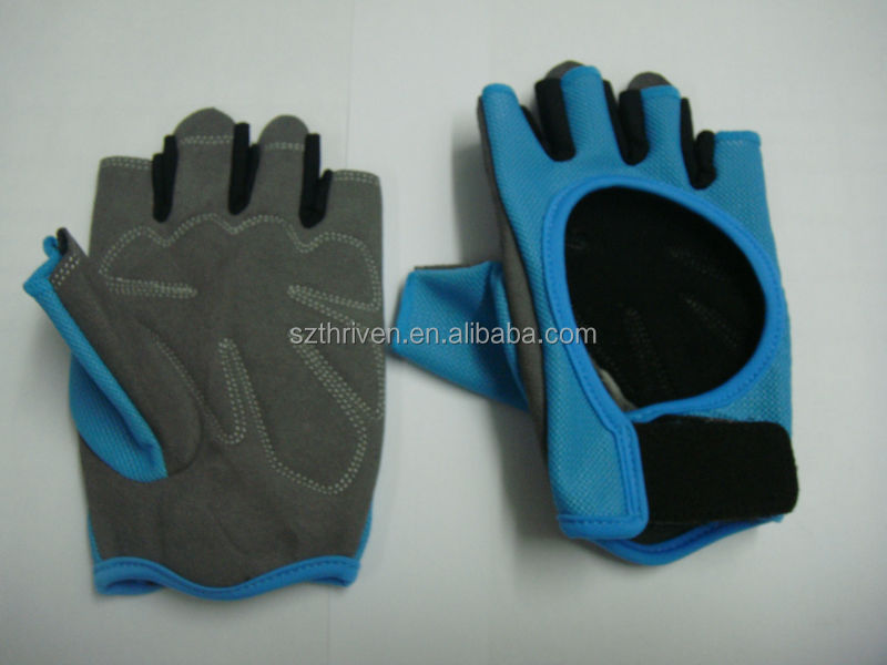 common design sports gloves