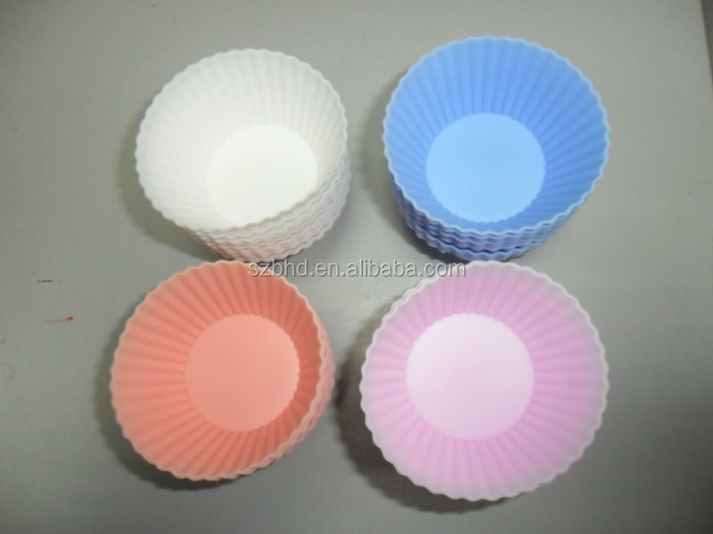 Hot-selling 12 packed silicone baking cups with different assorted colors on Amazon.com