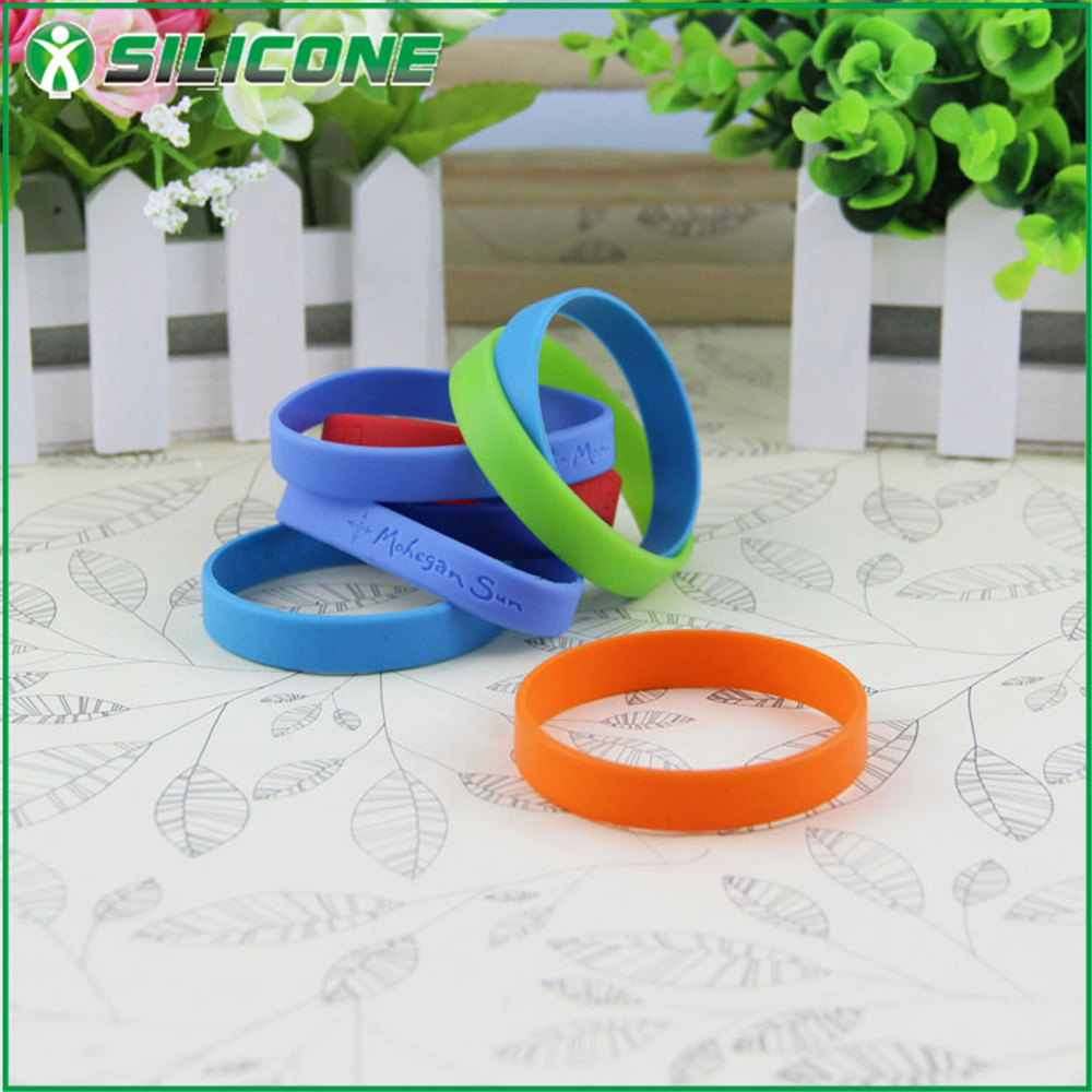 China manufacturing eco-friendly man thin silicone bracelet for promotional