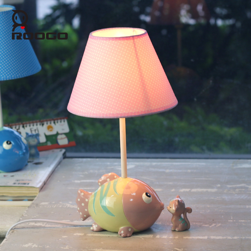ROOGO attractive resin cartoon night pink fish reading table lamp