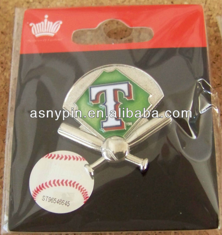 Texas Rangers green field, crossed bats and ball lapel pin