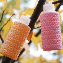 Hot Sell New Design Color Glass Water Bottle with Silicone Sleeve Botella de agua de vidrio