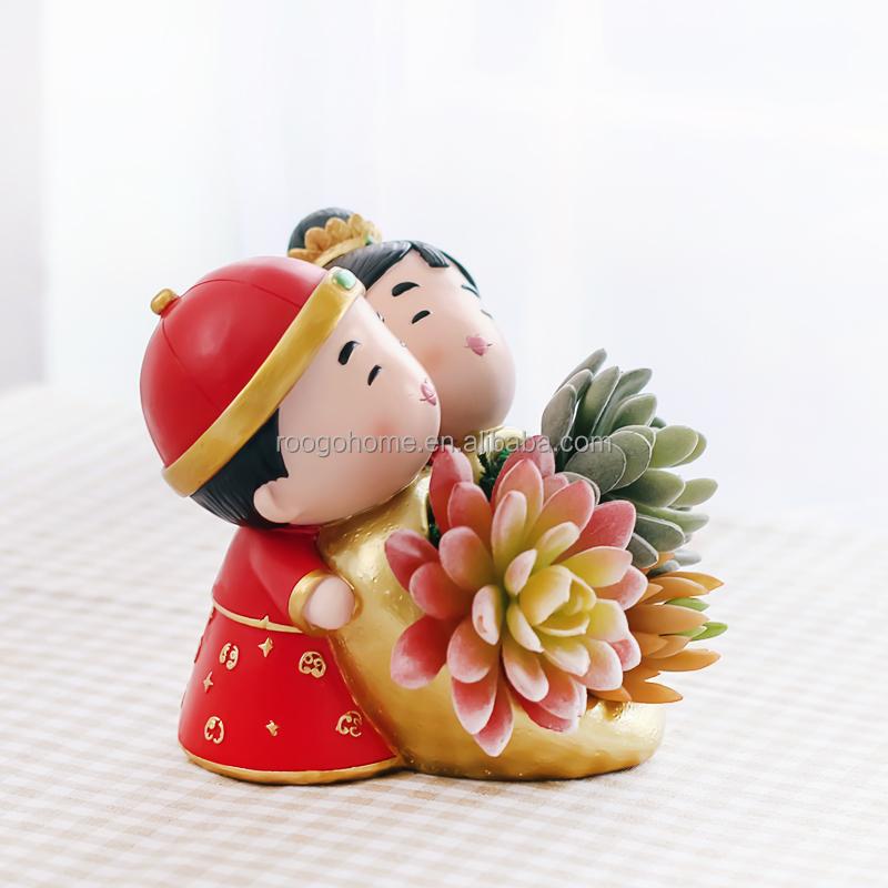 nouveau en gros de mariage de r sine maison jardin belle couple en or baiser chaud statue. Black Bedroom Furniture Sets. Home Design Ideas