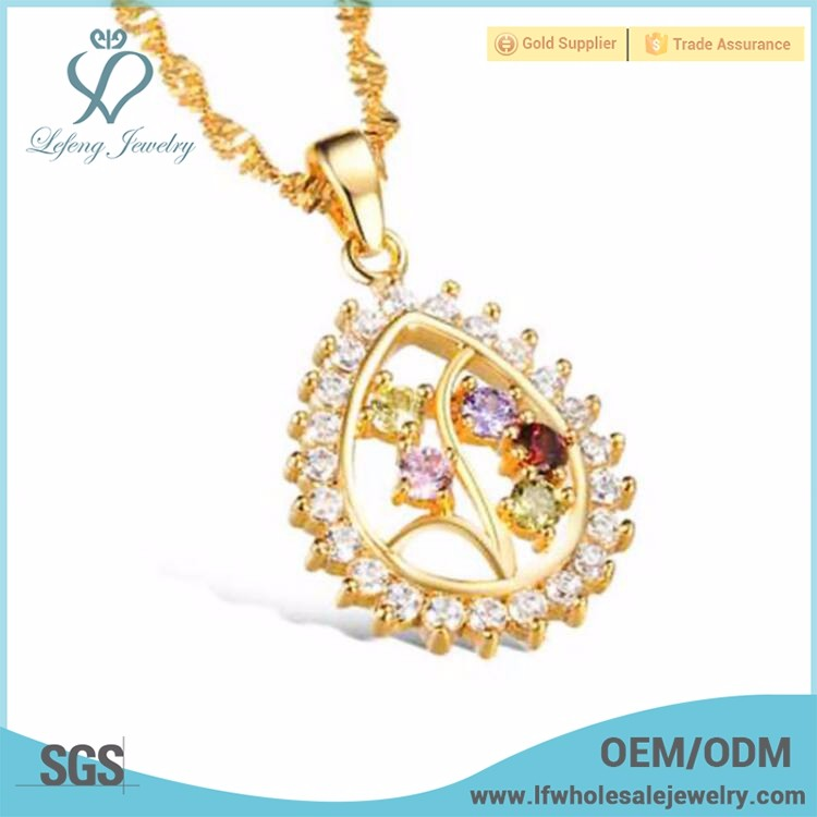 Beautiful pendant short chain necklace in roll jewelry