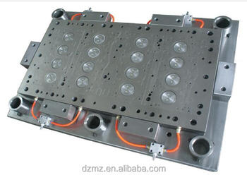 1 out 4 Cylinder Heads Gasket Stamping mold