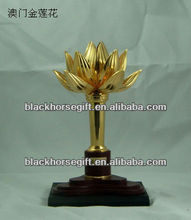 perpetual gold flower metal trophy cup with souvenir ,with crystal base