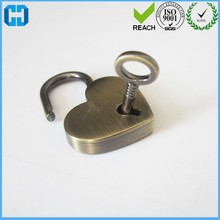China Powerful Factory Vintage Brushed Antique Brass Heart Shape Padlock With Keys