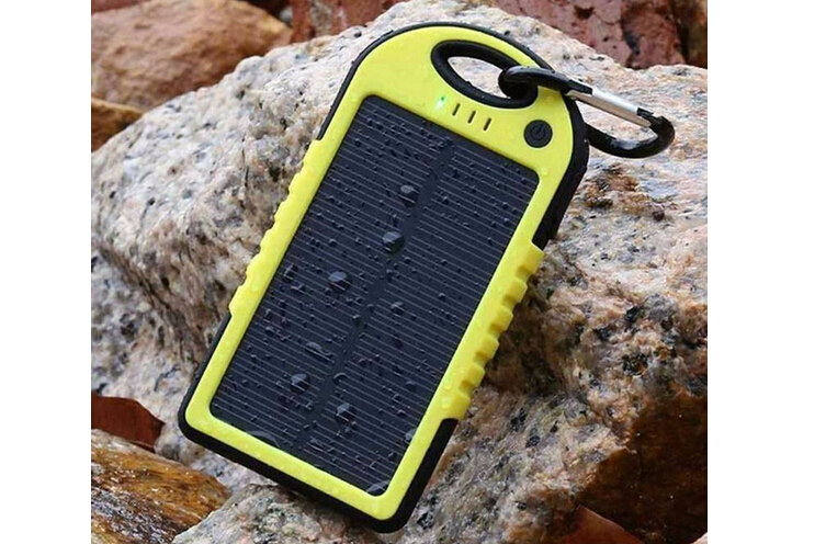 2016 latest design li-polymer solar panel portable charger power bank case 5000mah dual usb / flashlight