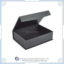 Luxury foldable magnetic closure gift box / cardboard gift box