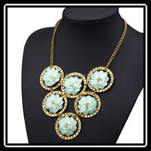 Hot Sale Beautiful Spring Elegant Multiple Flower Chunky Necklace Candy Colors Vintage Foreign Necklace