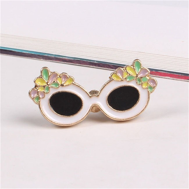 Cat glasses alloy enamel lapel pin
