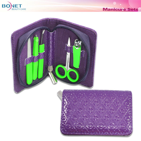 BMS0224 5 pcs stainless steel with silicon handle zipper style manicure set