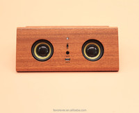 2016 new innovitive design Lovely smail face samsung mobile phone wooden sensor speaker with stand for ipad