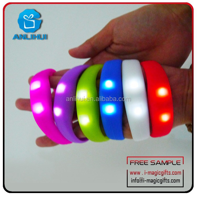 New design high quality standard led flashing silicone rubber bracelet