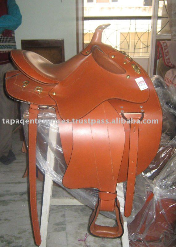 Western endurance saddle