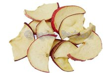 Low temperature vacuum fried apple crisps