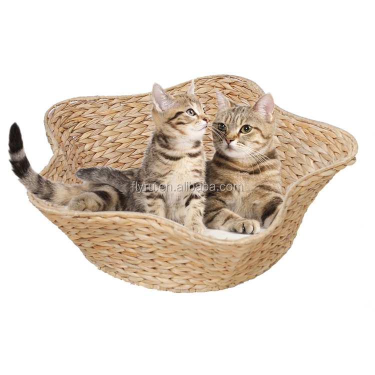 Comfortable Pet Accessories Portable ECO friendly Handmade Natural Banana Leaf Weaving cat cave bed