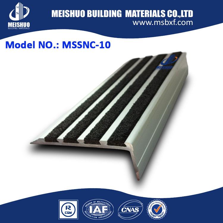 Nez de marche escalier en aluminium nez carborundum nez de marche pi ces d 3 - Marche d escalier en aluminium ...