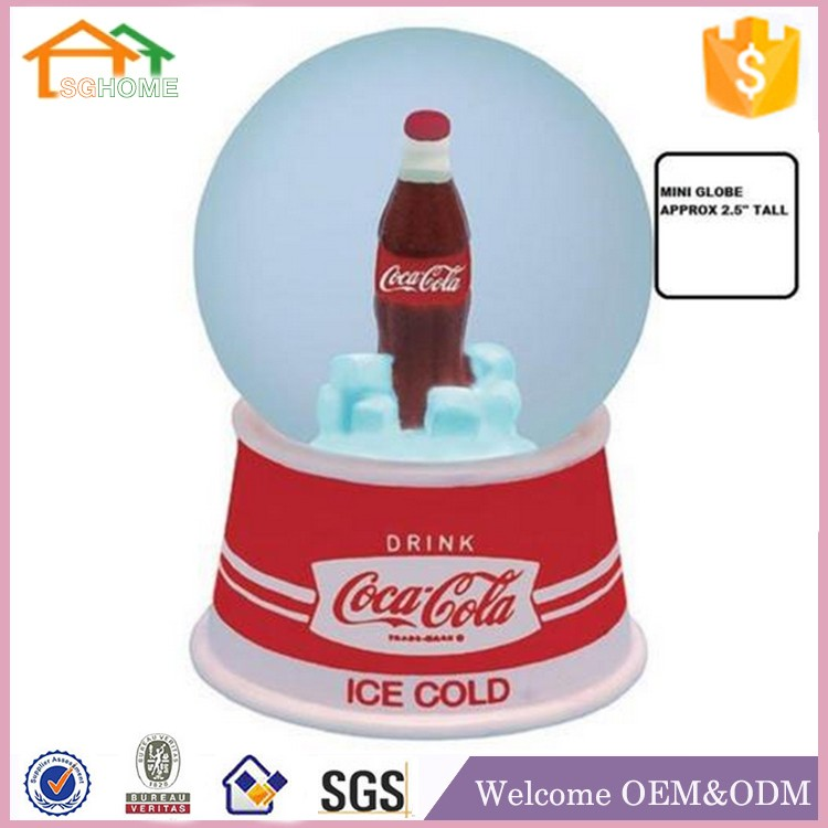 Factory custom made souvenir snow globe polyresin resin gifts manufacturers