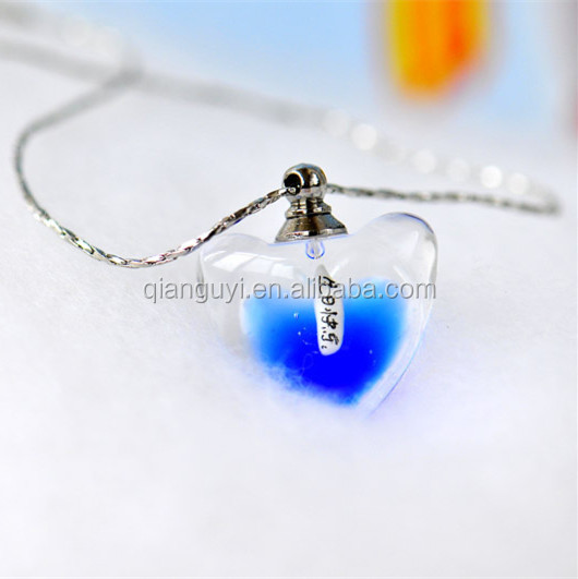 Women Favorites Heart Shaped Noble Colors Aroma Necklace Perfume Essential Oil Necklace Pendant Factory Supply