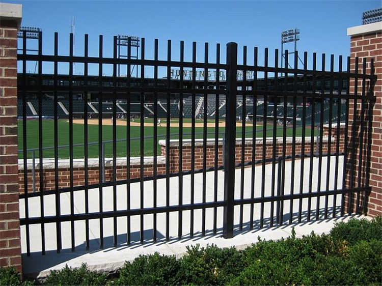 Wrought iron aluminum fence (manufacturer)
