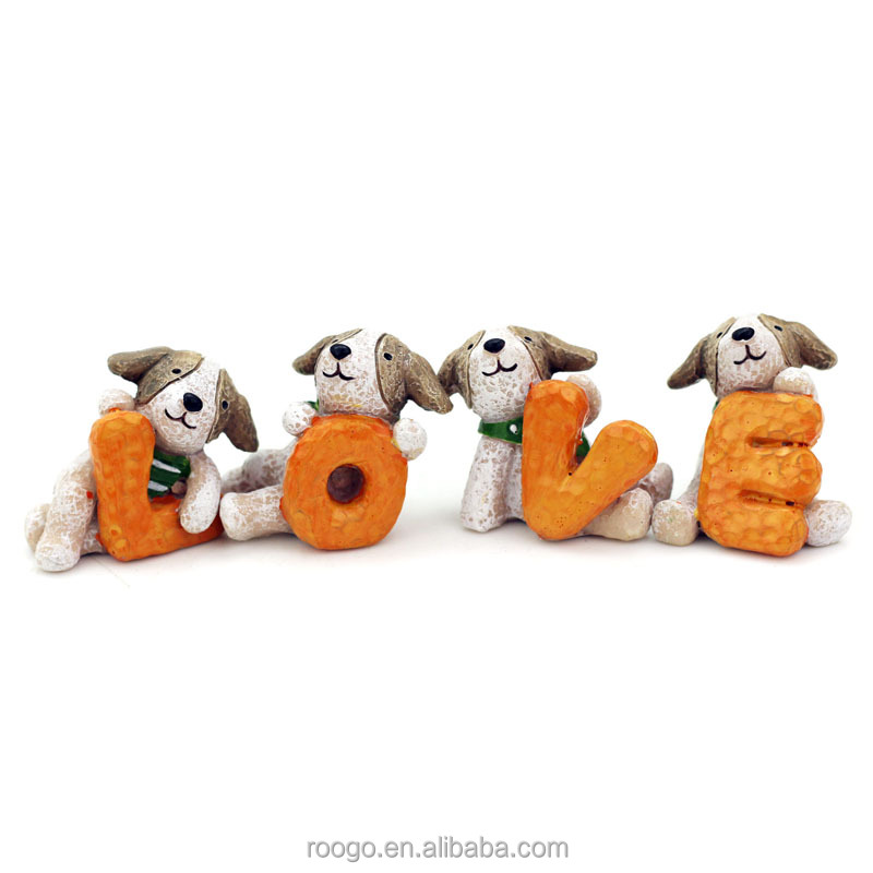Roogo resin art crafts figure mini dog ornament home decorative with love character shape
