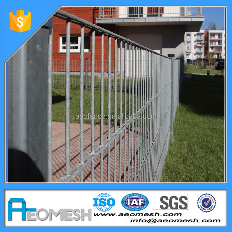 China Supplier PE coated Decorative Flower Garden Fencing with CE Certification