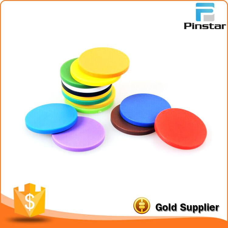 Barato por atacado em branco colorido moeda token de plástico personalizado para o jogo