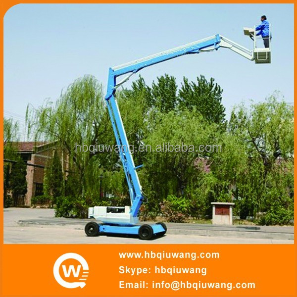 Self propelled articulated hydraulic lift for painting