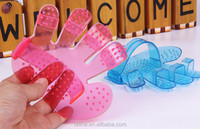 Wholesale Modern Pet Dog Or Cat Fingers Bath Brush Hand Shampoo Grooming Massage Glove Comb free shipping X04
