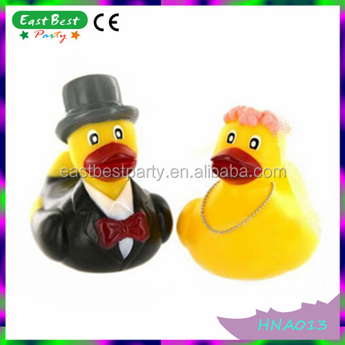 Hen Party Wedding Gift Rubber Ducks Bride & Groom Mr and Mrs Duck Gift Set