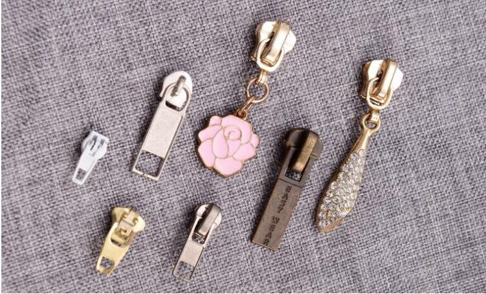 Free simple metal embossed zipper slider