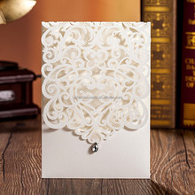 2015 Luxury White Laser Cut Pocket Wedding Invitations