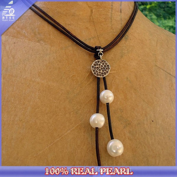 Wholesale Fashion Leather Cord Freshwater Pearl And Alloy Necklace