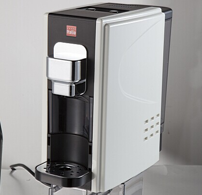 Red Capsule Coffee Machine with the beautiful ABS plastic