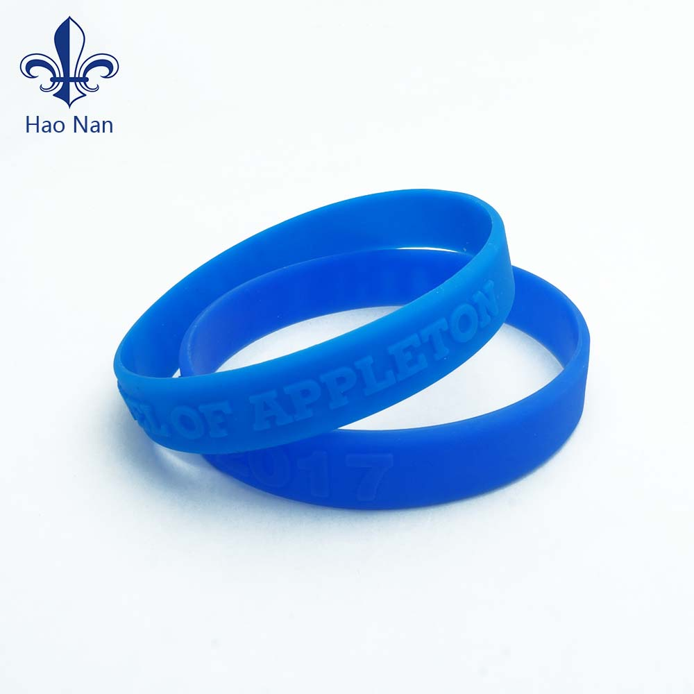 2018 fashion design <strong>silicone</strong> wristband with embossed process
