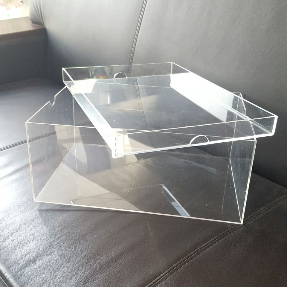 Yageli hot sale Customized Acrylic display box for baby shoe with giant
