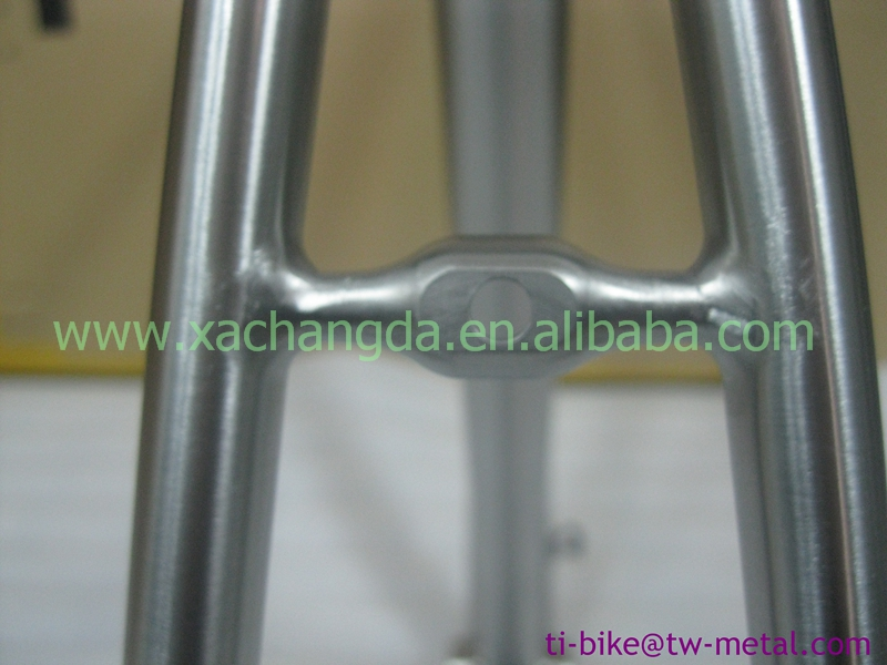 china titanium road bicycle frame Ti bike frame with inner line routing and breeze dropouts