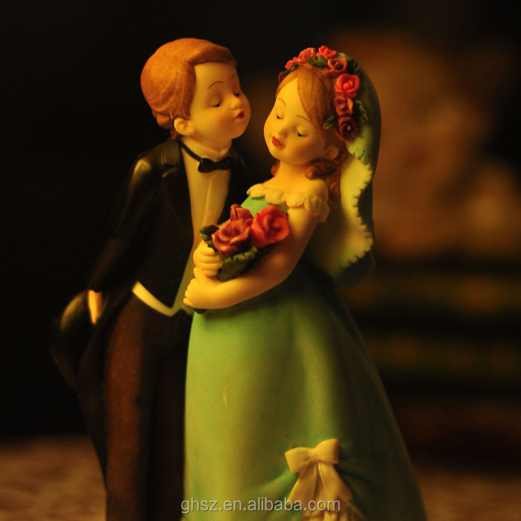 Guo hao wholesale custom resin gay wedding cake topper