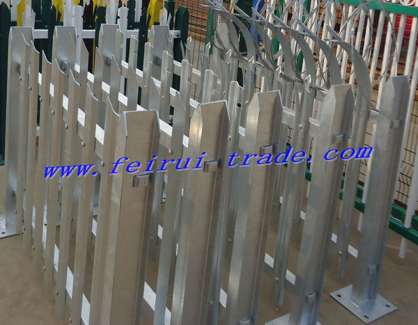 Hot-dipped galvanized palisade fence for Masts and Towers