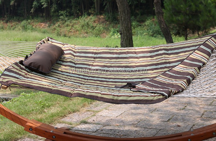 rope hammock with quilted mat with steel stand